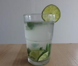 Mátová limonáda s limetkou a medem